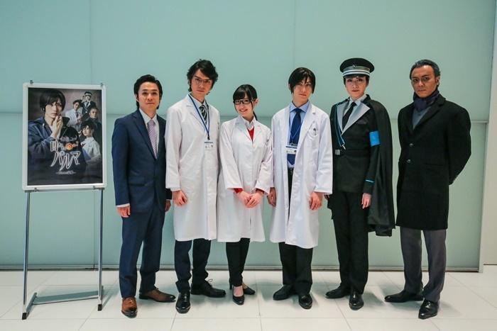 舞台『囚われのパルマ―失われた記憶―』会見に出席したキャスト。(左から)間慎太郎、村上幸平、前島亜美、太田基裕、悠未ひろ、石橋徹郎。