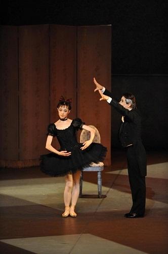 「コッペリア」(2009年公演より) 撮影:瀬戸秀美