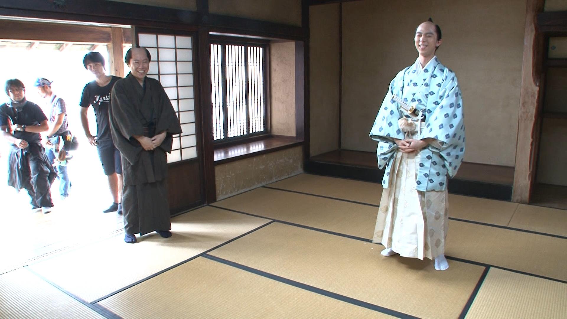 阿部サダヲと羽生結弦 (C)2016「殿、利息でござる!」製作委員会
