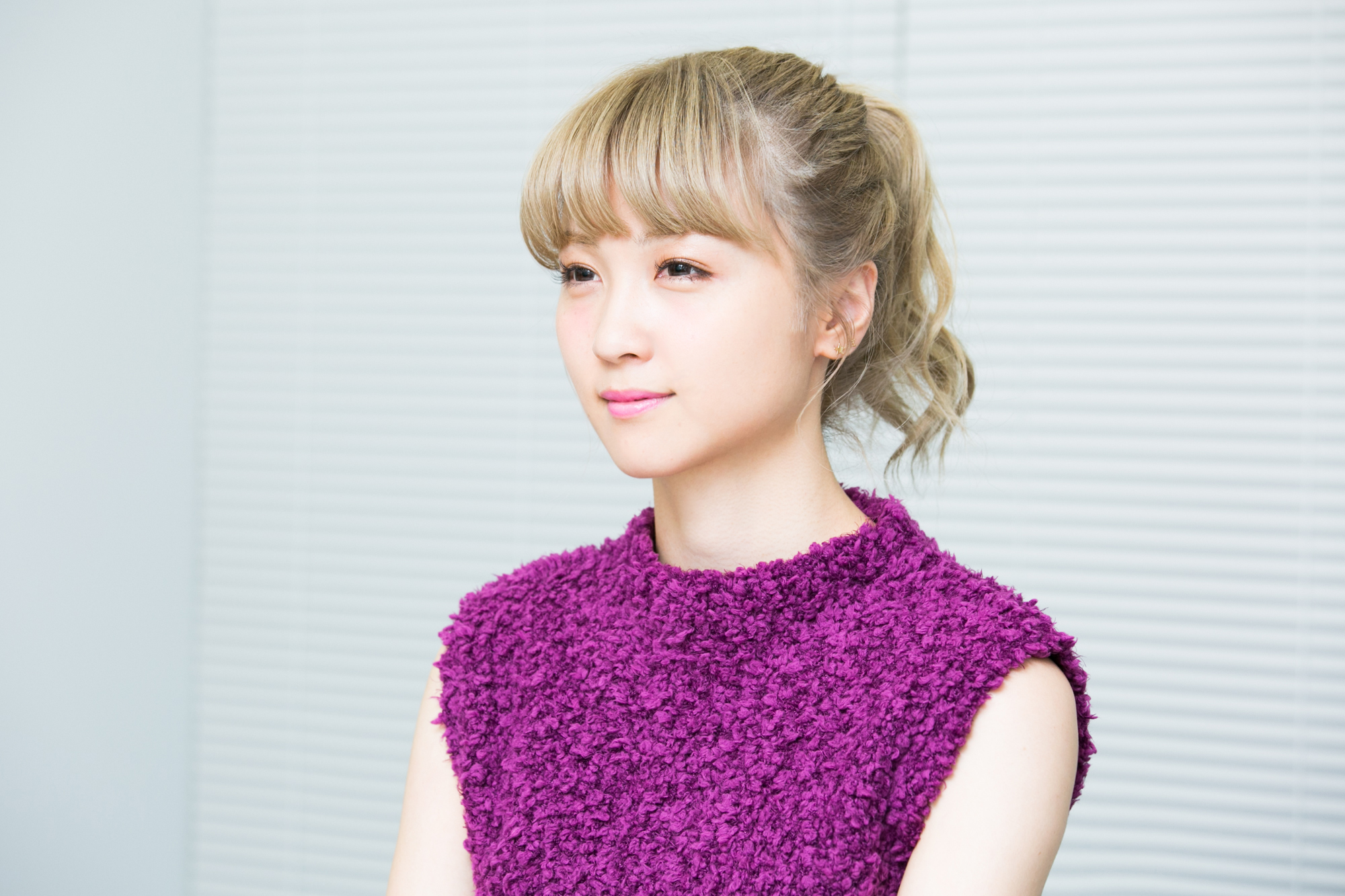 紫の服を着たAmi