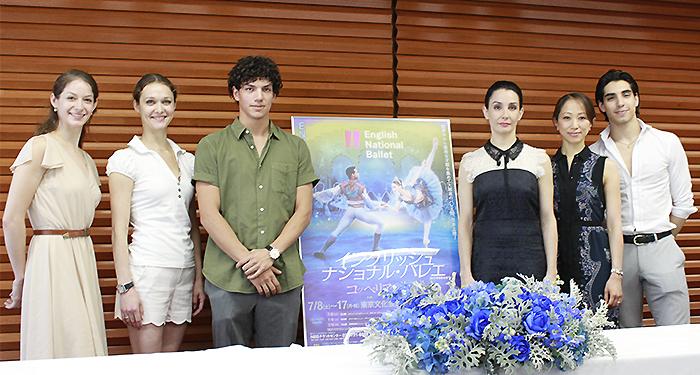 左よりサマースケールズ、ドロニナ、エルナンデス、ロホ芸術監督、高橋絵里奈、コラレス (撮影:西原朋未)