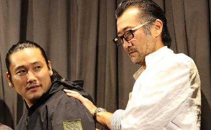 大塚明夫「呼吸しているみたいだ!」とTAK∴(坂口拓)の肩甲骨の動きに驚がく  映画『RE:BORN リボーン』初日舞台あいさつ
