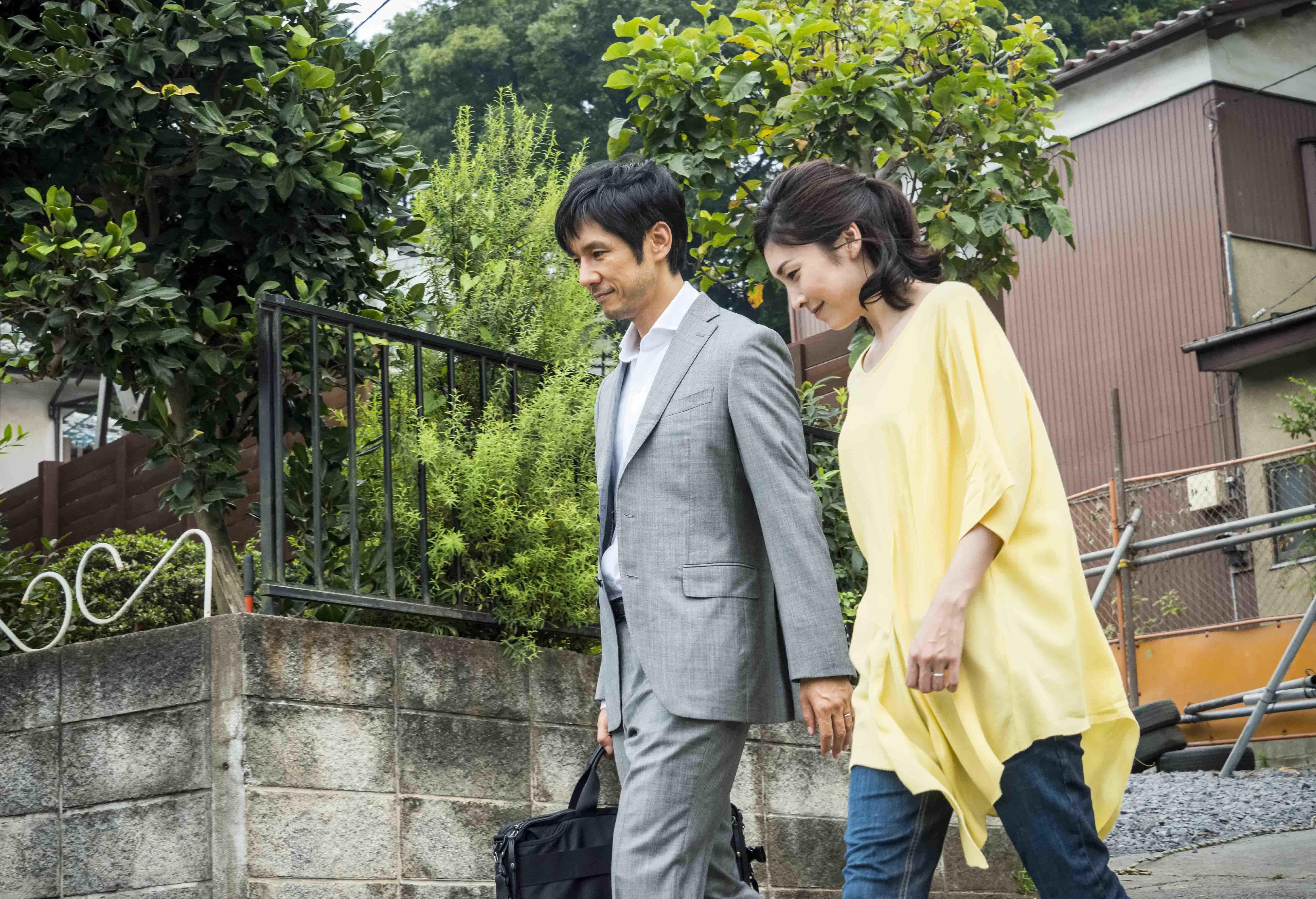 西島秀俊&竹内結子 『クリーピー 偽りの隣人』 (C)2016「クリーピー」製作委員会