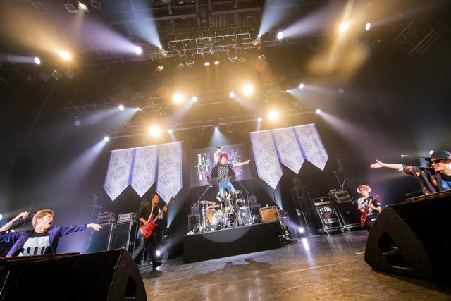FLOW「FLOW 15th Anniversary TOUR 2018『アニメ縛り』」東京・チームスマイル・豊洲PIT公演の様子。(撮影:柴田恵理)