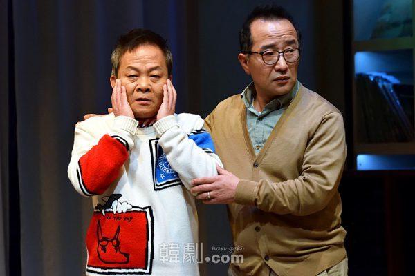 サイモン役のウ・ヒョン(左)とポール役のユ・ヨンス