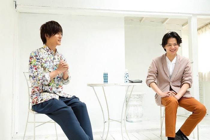 プレス発表会より(左から 加藤和樹、中川晃教)  写真:伊藤華織