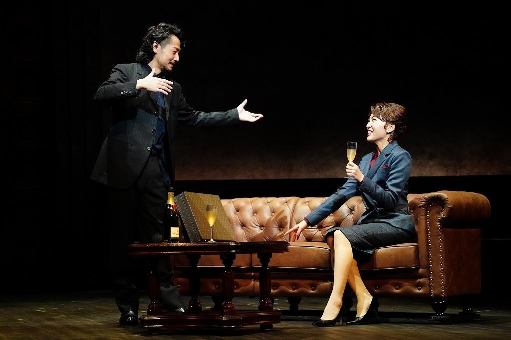 (左から)福士誠治、安蘭けい  撮影:田中亜紀