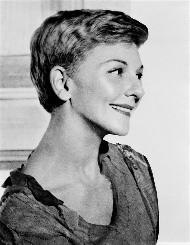 メリー・マーティンは、1965年に『ハロー・ドーリー!』のツアー公演で来日を果たした。