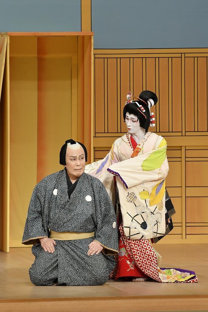 『京人形』左より、左甚五郎=松本白鸚、京人形の精=市川染五郎 /(C)松竹