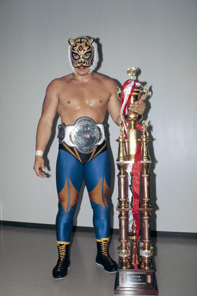 初代タイガーマスク・佐山聡が、イタリア料理店「CUCINAKURAMOCHI」の7周年パーティーに登場
