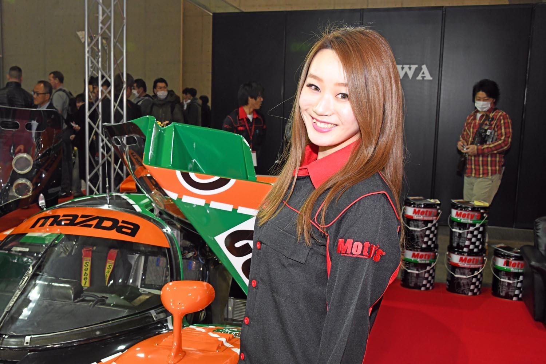 東京オートサロンの会場を賑わせていたコンパニオンたち