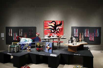 川崎市岡本太郎美術館で、常設展『ファンタジック TARO』が開催中 インテリアや商業製品などのプロダクトを紹介