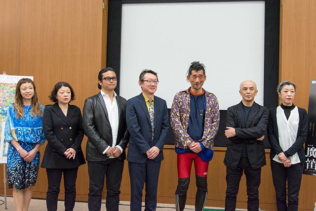 企画発表会より 山田うん(左)、港 千尋芸術監督 (左から4番目)、勅使川原三郎(右から2番目)、佐東利穂子(右)
