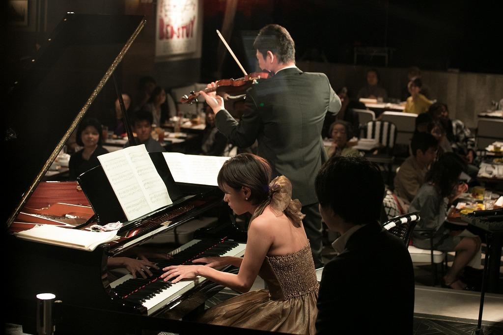 大宮臨太郎(ヴァイオリン)、重松華子(ピアノ) 撮影=岩間辰徳