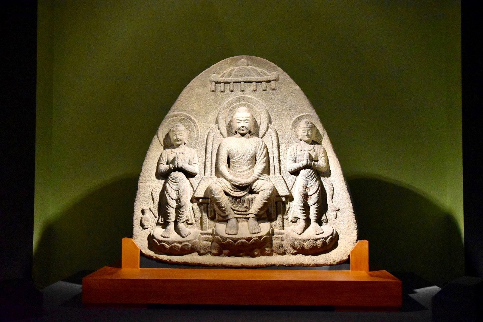 浮彫伝薬師三尊像(重要文化財) 飛鳥〜奈良時代 7〜8世紀 奈良・石位寺