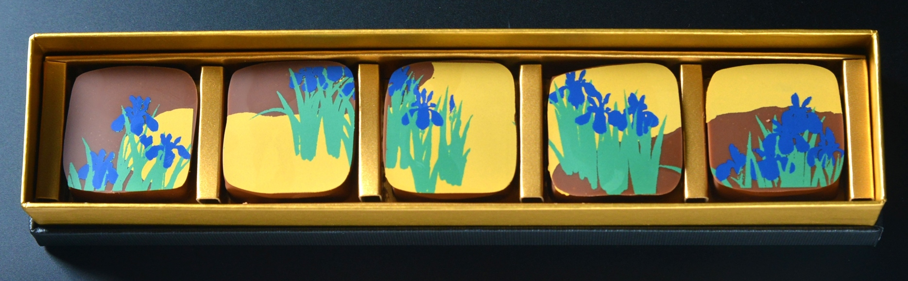 Okada Museum Chocolate 『雪佳・燕子花』2,800 円(税込)