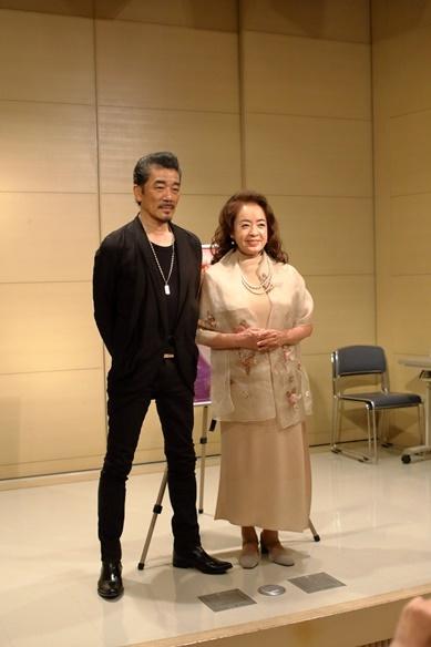 (左)宇崎竜童/(右)阿木燿子 撮影:清水俊洋