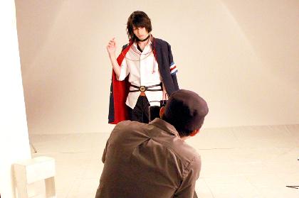 舞台『ニル・アドミラリの天秤』ビジュアル撮影レポート 杉江大志、大崎捺希、吉岡佑のコメントも