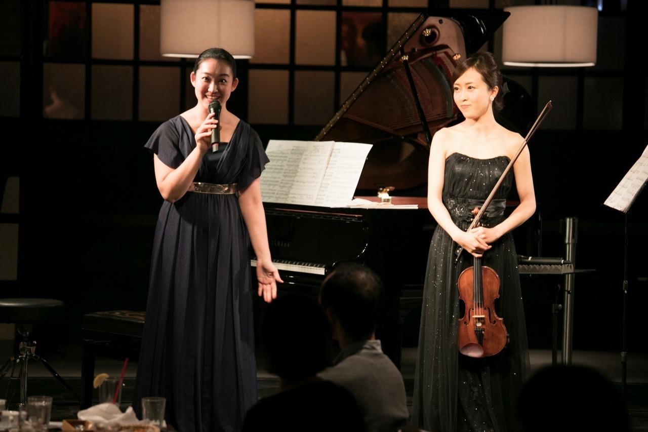 坂本真由美(ピアノ)、千葉清加(ヴァイオリン)