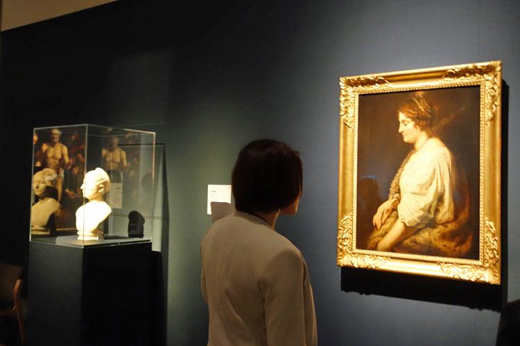 左より《女性胸像》ローマ、カピトリーノ美術館/ペーテル・パウル・ルーベンス《聖ドミティラ》ベルガモ、アカデミア・カッラーラ