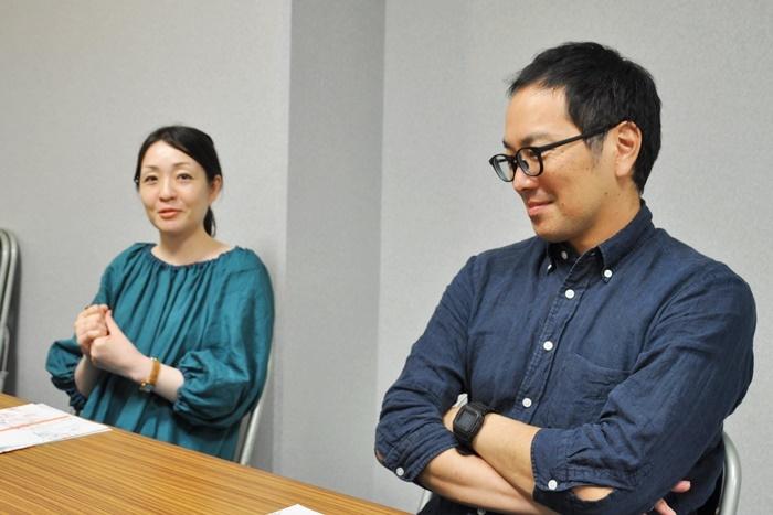 (左から)村田沙耶香、松井周。