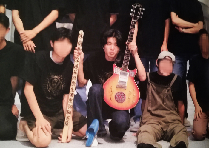 「左手にギター、右手には卒塔婆」の筆者・高木大地(東京都立西高等学校時代)