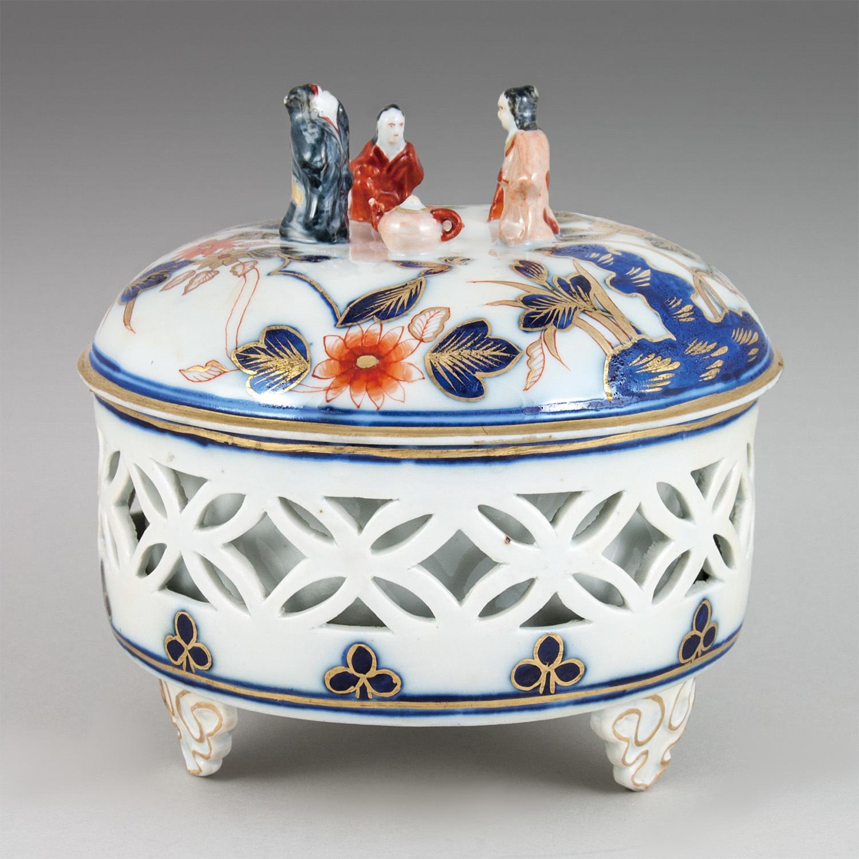 色絵金彩「伊万里」様式人物飾り蓋容器 1860年頃 ブダペスト国立工芸美術館蔵