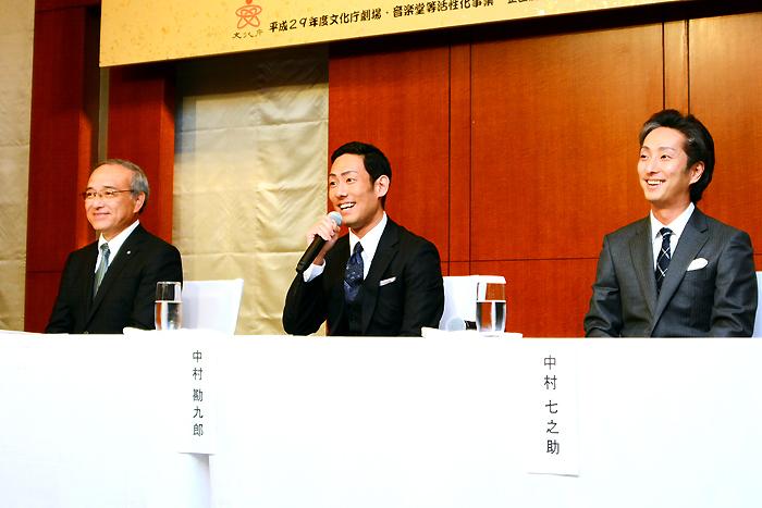 左から、全国芝居小屋会議会長・稲本隆寿氏、中村勘九郎、中村七之助