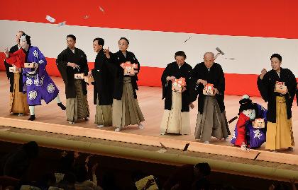 平成最後の「節分祭」、歌舞伎座で尾上菊五郎ら二月大歌舞伎出演者が豆まき