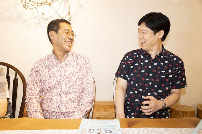左から 彦坂眞一郎、田中靖人
