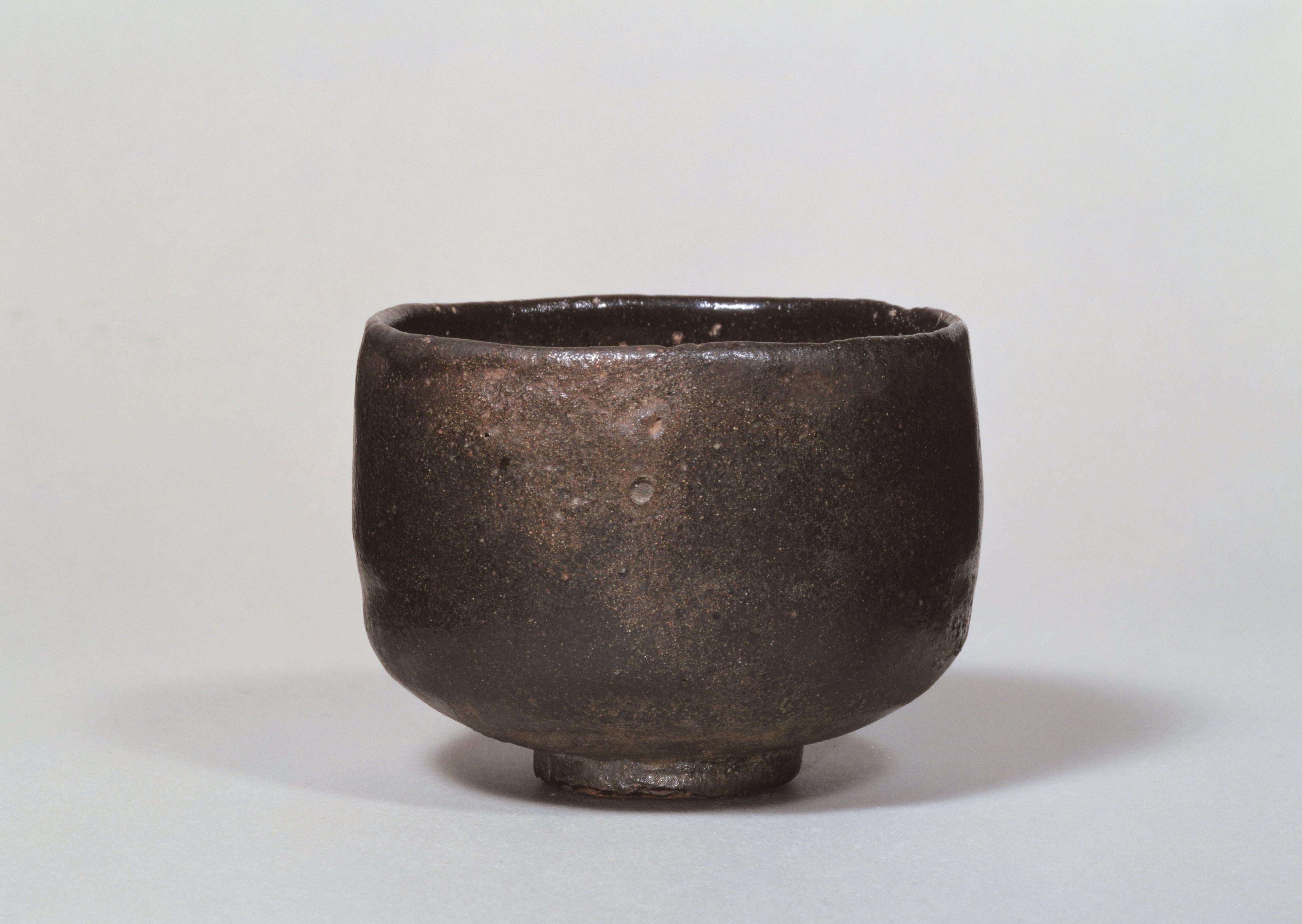 初代 長次郎 黒樂茶碗 銘 大黒 重要文化財 桃山時代(十六世紀) 個人蔵