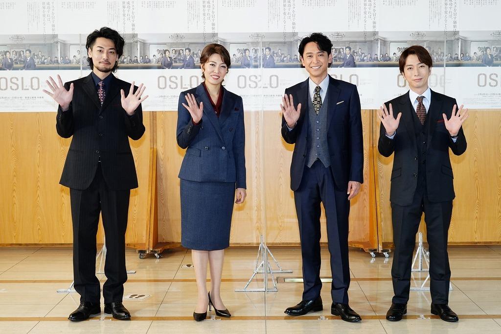 (左から)福士誠治、安蘭けい、坂本昌行、河合郁人  撮影:田中亜紀
