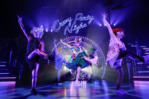 昨日9月5日に神奈川・厚木市文化会館で行われた「Crazy Party Night 2015」初日公演の様子。(Photo by Aki Ishii, Yosuke Kamiyama)