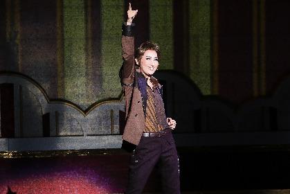 宝塚歌劇月組トップスター・珠城りょうがホテルの御曹司役で多彩な表現を披露するハートフル・ミュージカル『I AM FROM AUSTRIA−故郷は甘き調べ−』