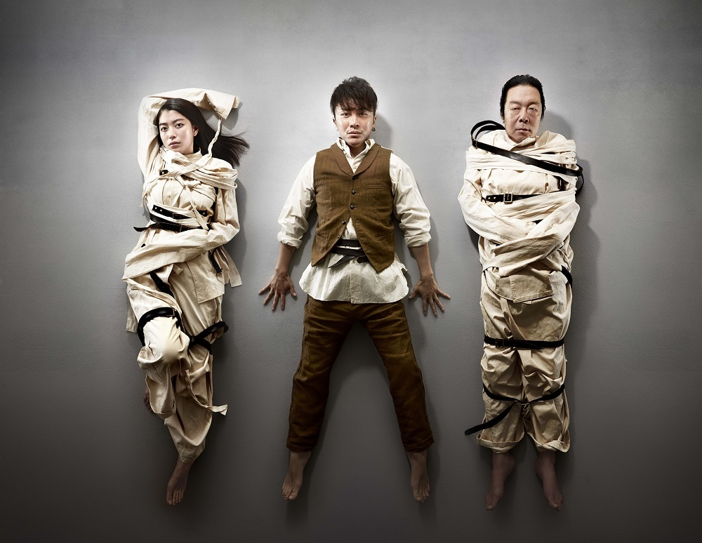 (キャスト左から)成海璃子、安田章大、古田新太