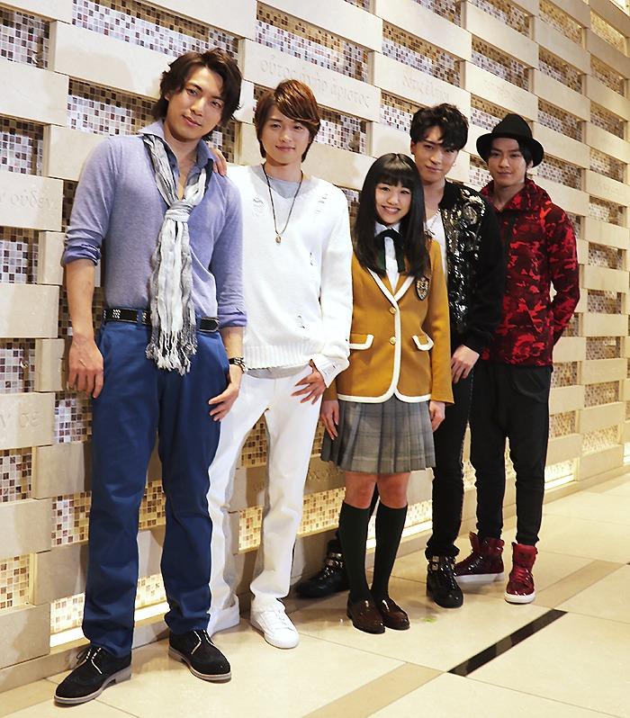 (左から)上山竜治、白洲迅、加藤梨里香、松下優也(X4)、真剣佑