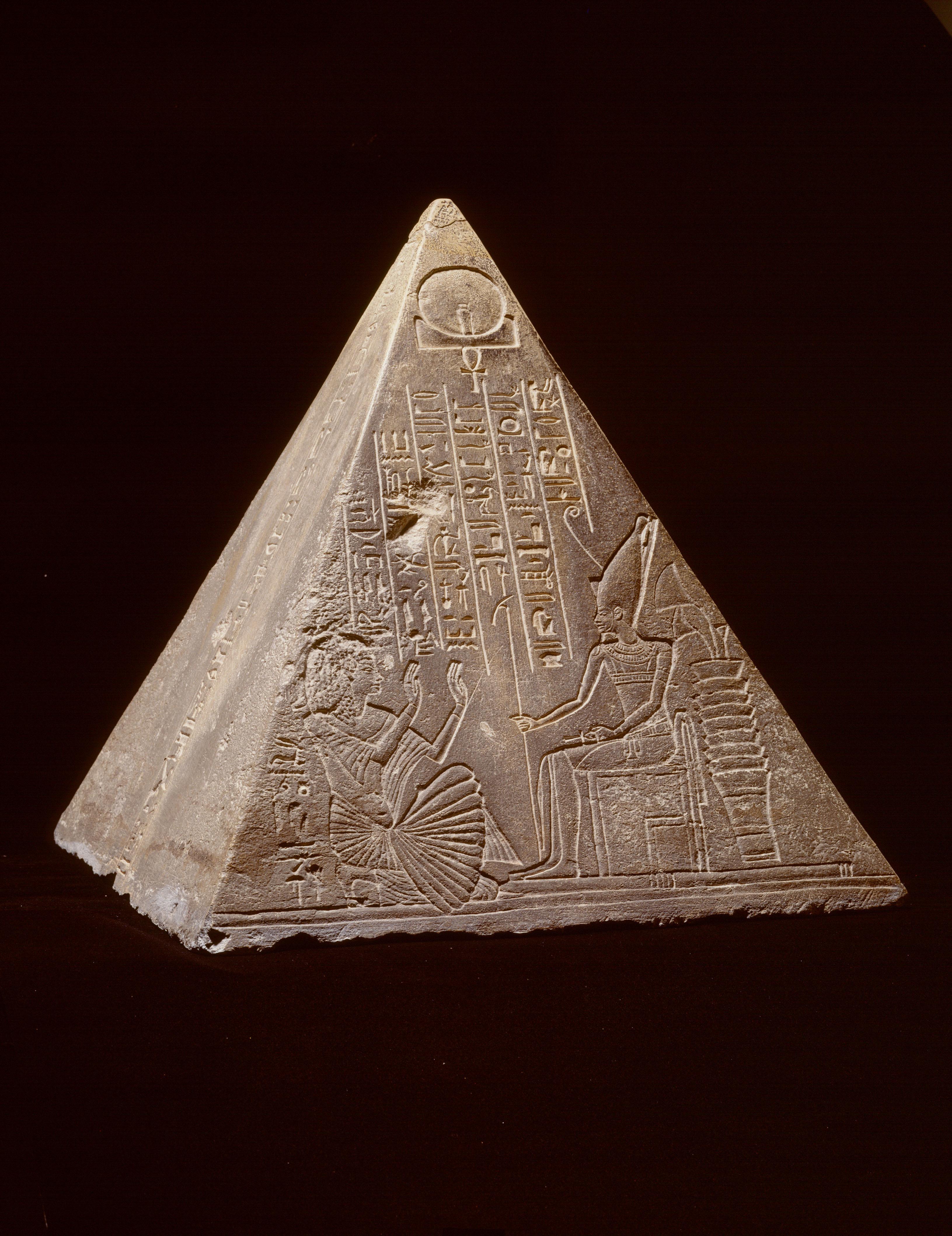 『ライデン国立古代博物館所蔵 古代エジプト展』「王の書記パウティのピラミディオン」