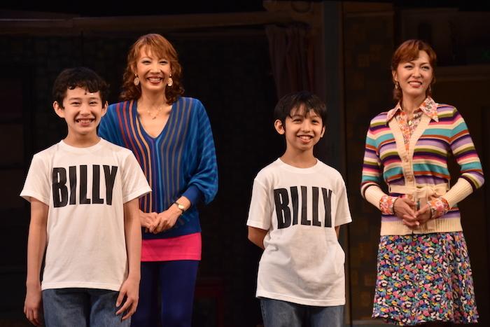 中村海琉、渡部出日寿(前列左から)、柚希礼音、安蘭けい(後列左から)