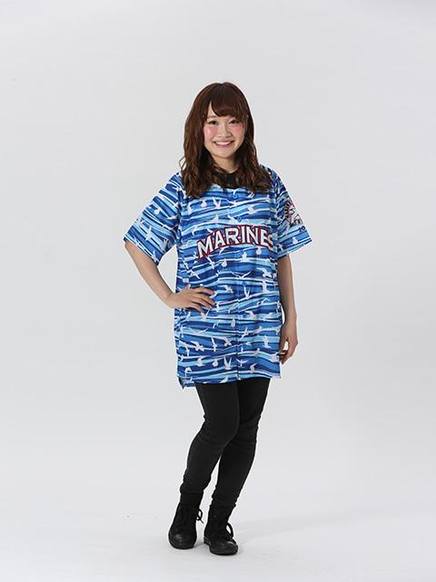 爽やかな青色をベースに、力強い波とマリーンズの象徴であるカモメを全体にあしらった「マリンフェスタユニフォーム」