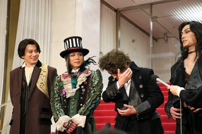 クライマックスシーンの舞台稽古で、小西さん演じる怪物への思いが溢れてキスしたくなってしまったという中川ビクター