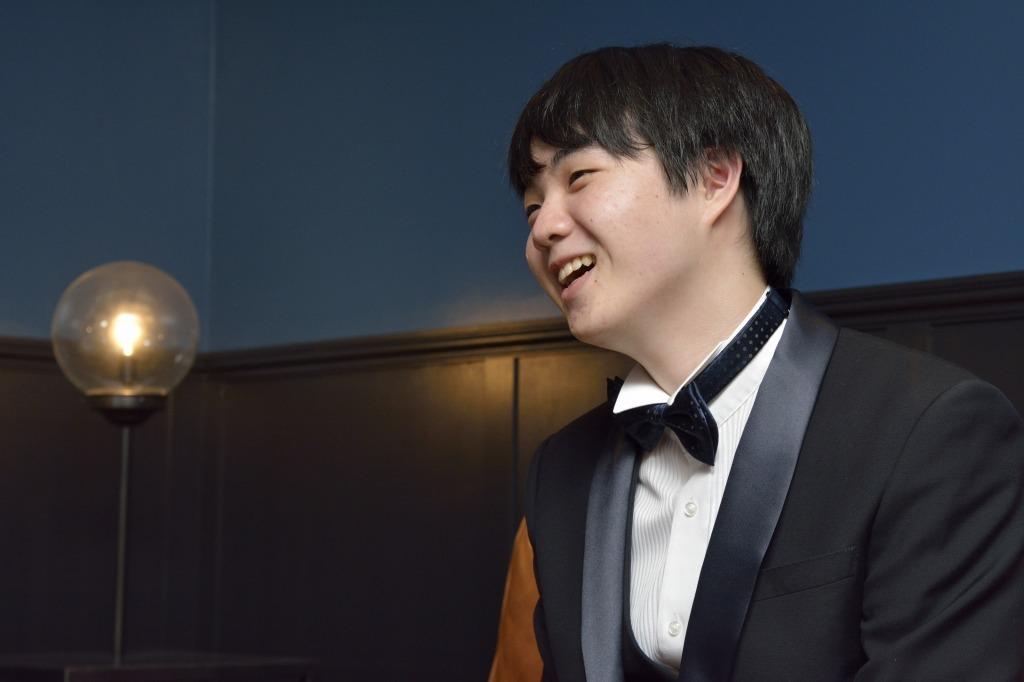 インタビュー中の藤田  撮影=荒川潤
