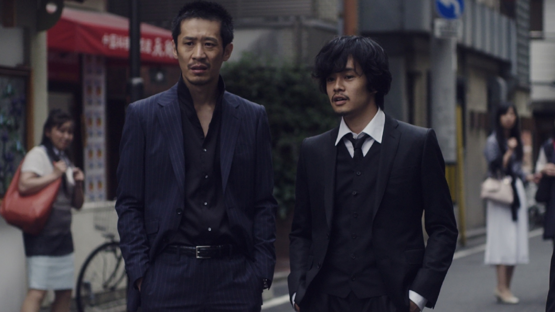 左から 三浦誠己、池松壮亮 『ディストラクション・ベイビーズ』