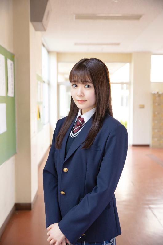 姉崎奈緒美役・久間田琳加  (C)西森博之/小学館(C)「お茶にごす。」製作委員会