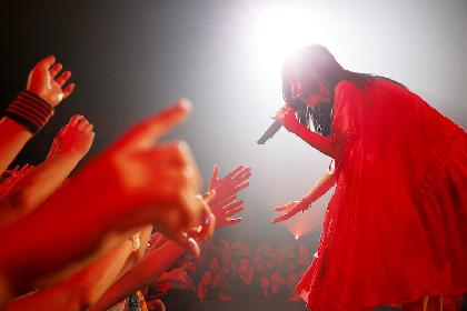 aiko「骨折するほど楽しかったです!」 ライブハウスツアー『Love Like Rock vol.8』熱演で幕