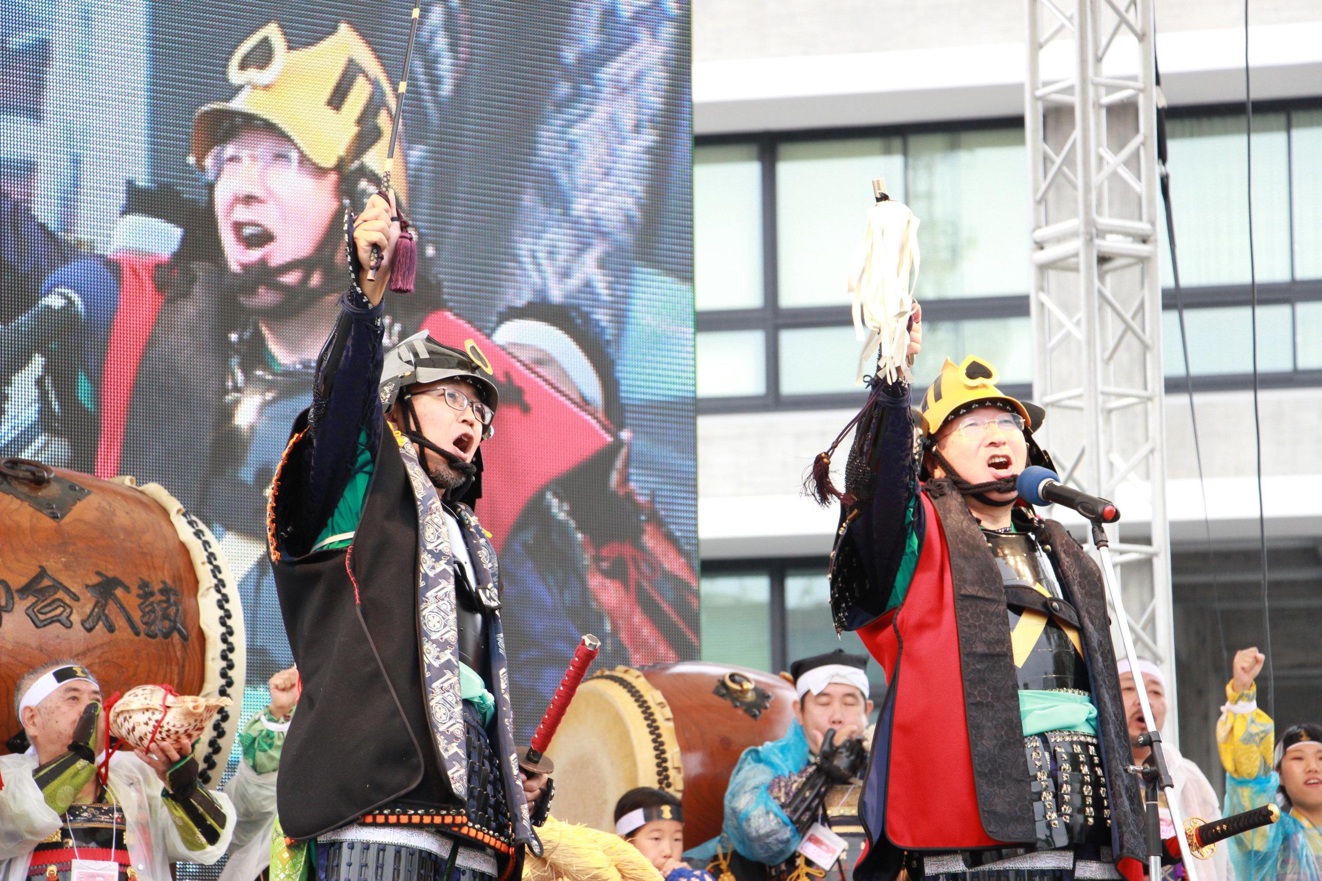 左から FROGMAN、松江市長・松浦正敬氏