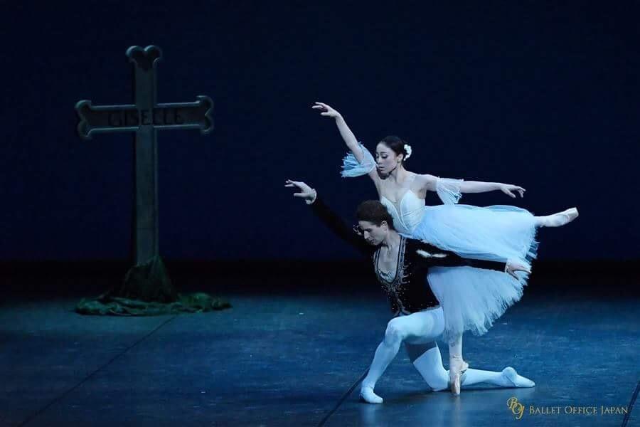 『ジゼル』第2幕よりパ・ド・ドゥ A.エルフィンストンと ©BALLET OFFICE JAPAN