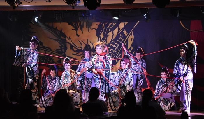 劇団美山ラストショー『たまゆら』。中央が総座長。