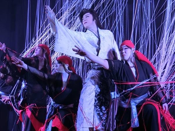 左から辰巳小龍さん、辰巳満月さん、小泉ダイヤ座長、辰巳花さん(2015/1/10)