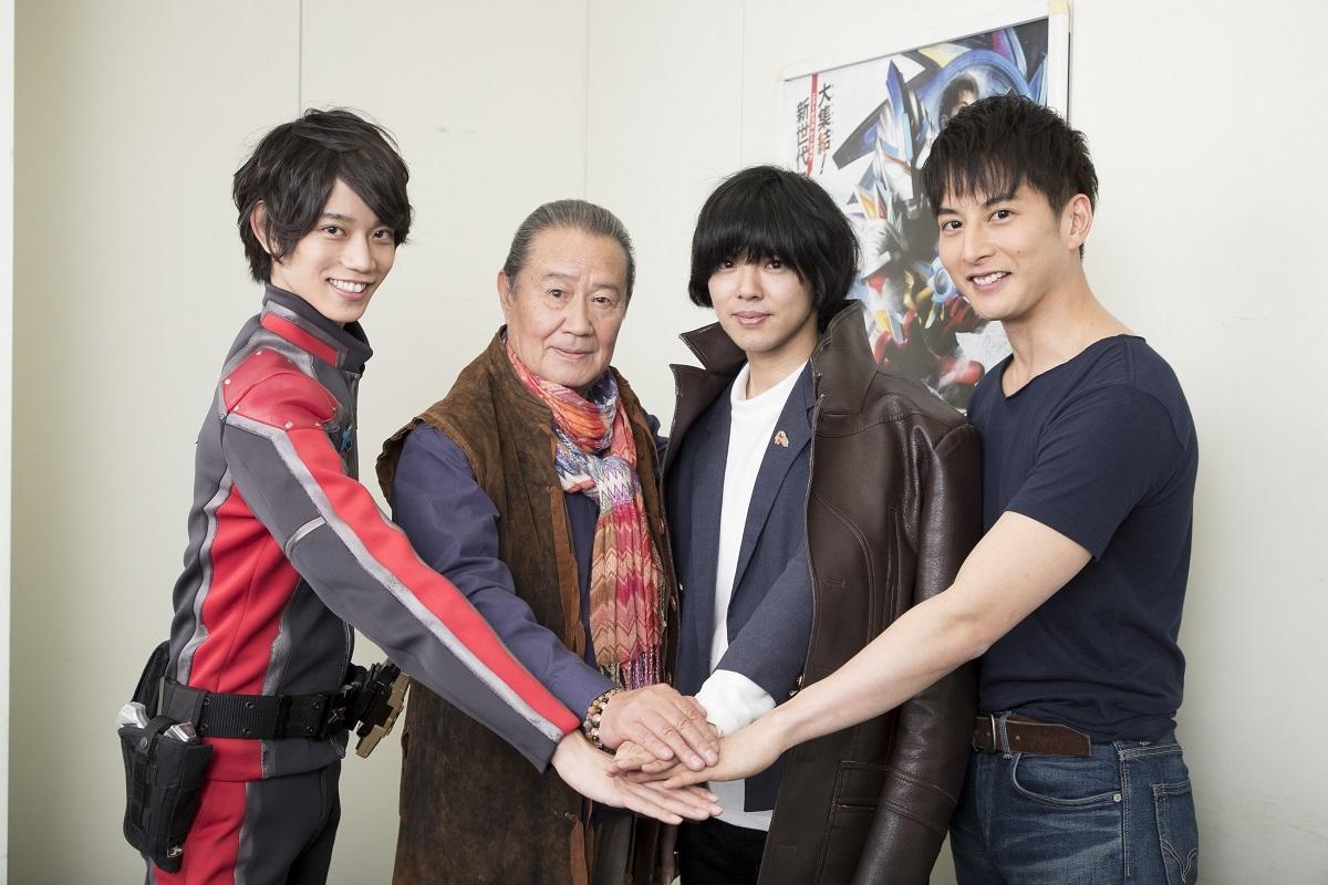 左から、高橋健介、森次晃嗣、タカハシヒョウリ、石黒英雄 撮影=髙橋定敬