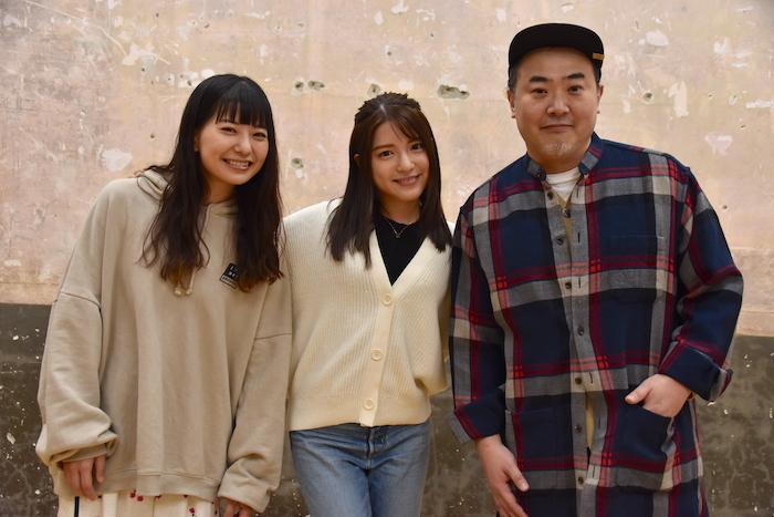 (左から)新井郁、川島海荷、オークラ
